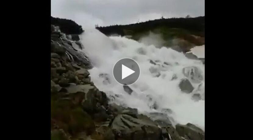 Siła żywiołu! W Tatrach zalane szlaki, tak wyglądają teraz okolice Wielkiej Siklawy (FILM)