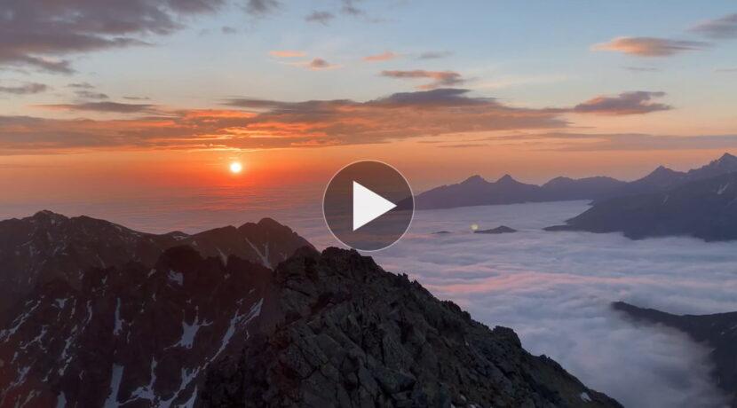 Poranek ponad morzem chmur. Tak było dziś na Kozim Wierchu (FILM)