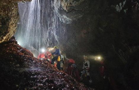 Tatry: Grotołazi utknęli w Jaskini Czarnej. Akcja ratunkowa TOPR