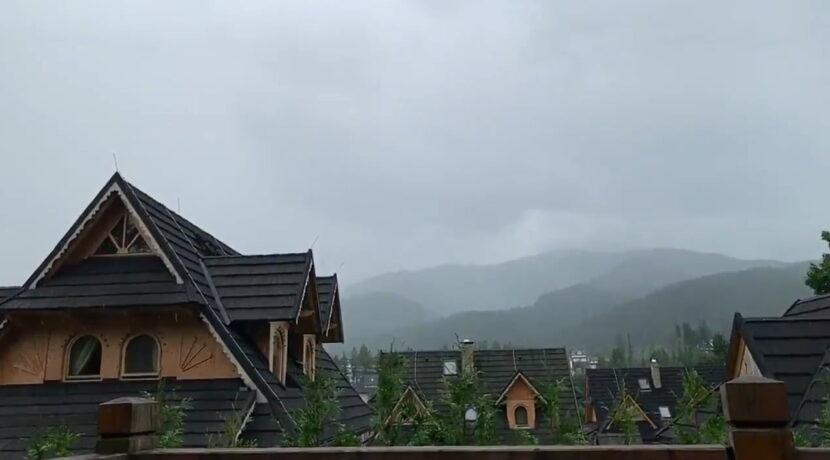 Tragiczna burza nad Tatrami. Zarejestrowano uderzenie pioruna i potworny grzmot (FILM)