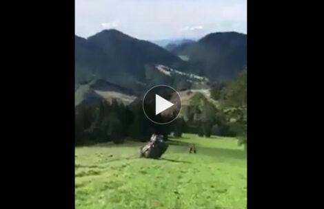 Wypadek ratowników górskich w Małej Fatrze. Samochód spadł po stoku (FILM)
