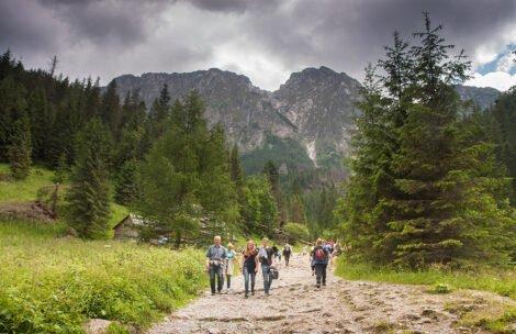 OFICJALNIE: Od jutra na tatrzańskie szlaki tylko w maseczce