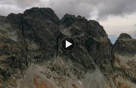 Latają kamienie, wieje prawie 150 km/h! Dzisiejszy poranek w Tatrach (FILM)