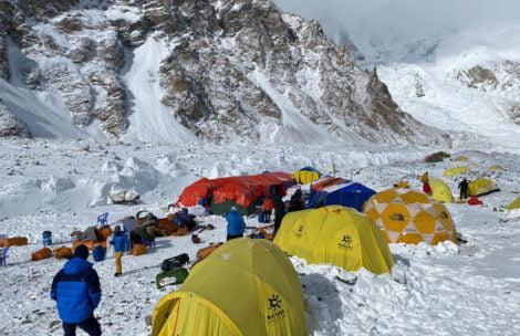Polacy dotarli do bazy pod K2. W innych zespołach akcja górska trwa