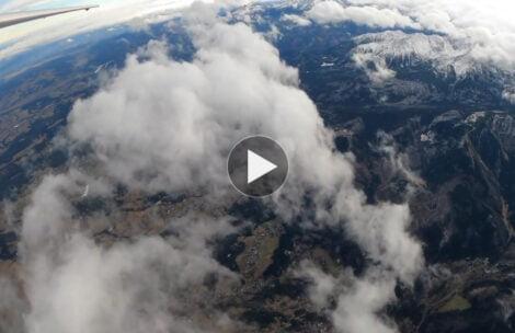 Dzisiejszy lot falowy nad Tatrami podczas halnego (FILM)