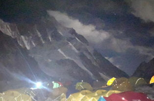 Zdobywcy K2 dotarli bezpiecznie do Obozu IV