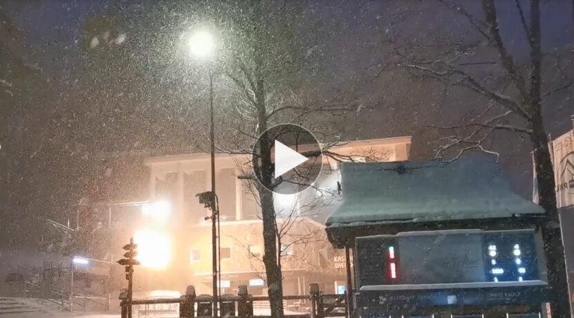 Sypie, sypie, robi zimę! Tak wyglądał dzisiejszy poranek w Kuźnicach (FILM)