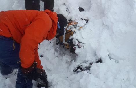 Lawina w Tatrach porwała dwóch braci, jeden był zasypany całkowicie. Na szczęście obaj przeżyli