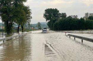 Powódź błyskawiczna w Małopolsce, woda zalała zakopiankę